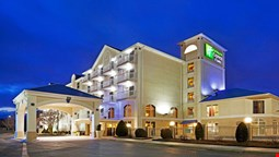 Holiday Inn Express Hotel & Suites Asheville-Biltmore Square