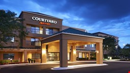 Courtyard by Marriott Elgin West Dundee
