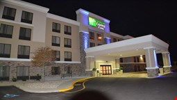 Holiday Inn Express and Suites Indianapolis W- Airport Area