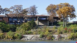 Cliffbreakers Riverside Hotel & Conference Center