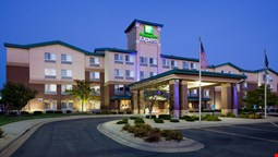 Holiday Inn Express & Suites Vadnais Heights