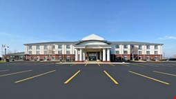 Holiday Inn Express Hotel & Suites Fort Atkinson