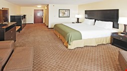 Holiday Inn Express Suites Pine Bluff