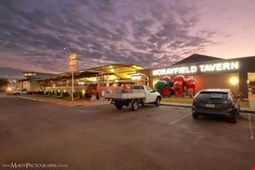 Morayfield Tavern & Motel