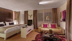 AMEDIA Luxury Suites