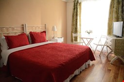 Simple & Charming Hotel Bed & Breakfast